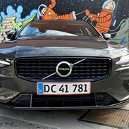 Volvo Volvo V60 2,0 B4 Mild hybrid R-design 2021..