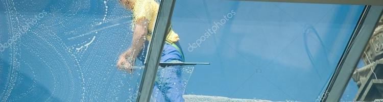 Bliv inden døre: Lad andre om vinduespudsningen