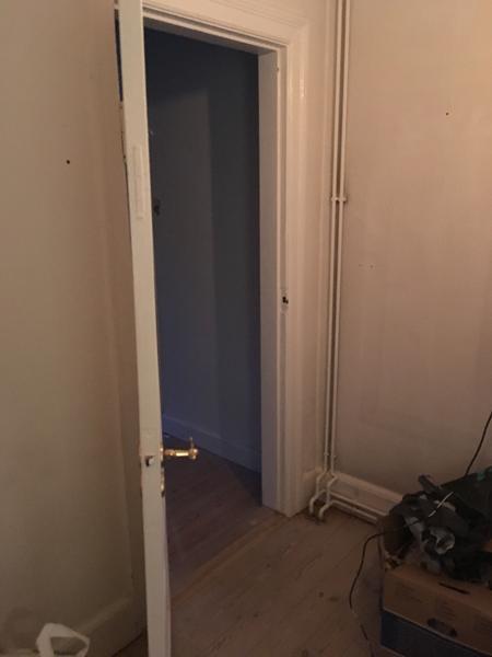 Fjerne dørkam i bærende væg