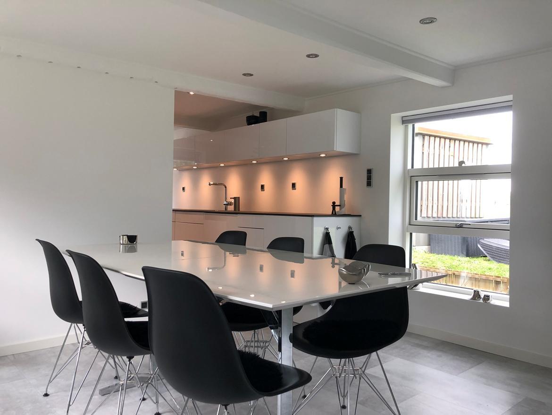 Villa Sjælland. 63m2.  Langt ude på landet...... :-) - Spisepladsen i stue/køkken.... billede 1