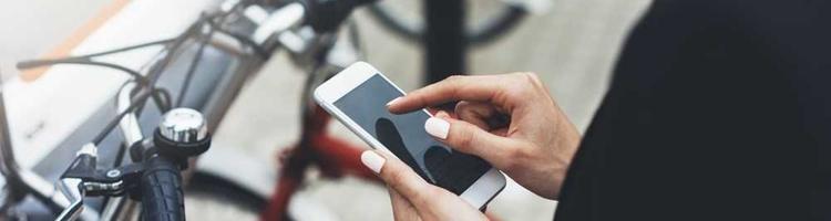Mobiltelefonen bruges flittigt mens vi cykler