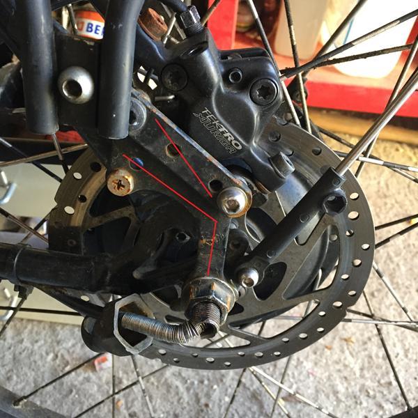 Beslag til eftermonteret hydraulik bremse.