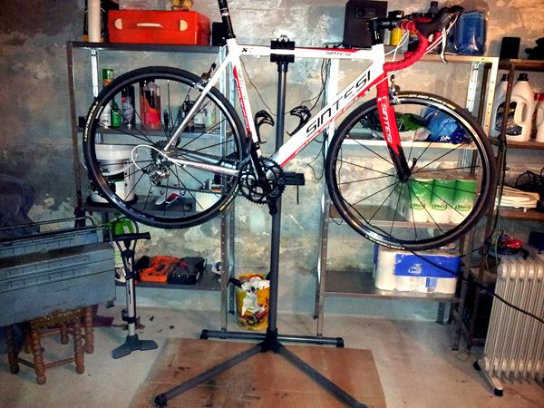 Alvorlig Cykelstativ til reparationer - Skrevet af M J DZ14