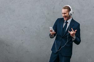 Brug musik til at skabe en bedre stemning