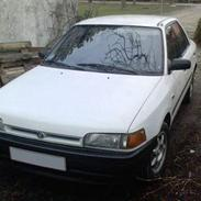 Bilstereo Mazda