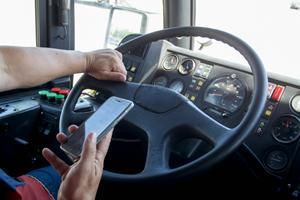 Ny lov om brug af mobiltelefon under kørslen