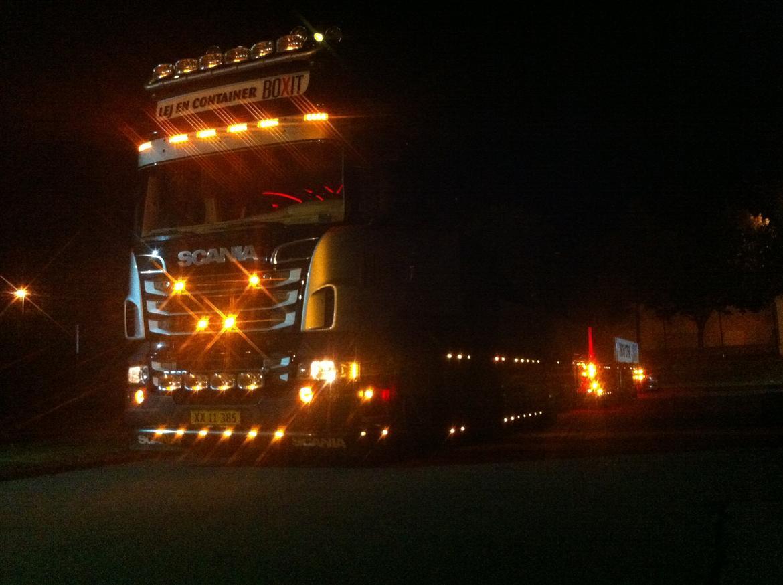 Scania R 560 Topline 8x2 - Lyser i mørket billede 3