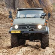 Mercedes Unimog 406