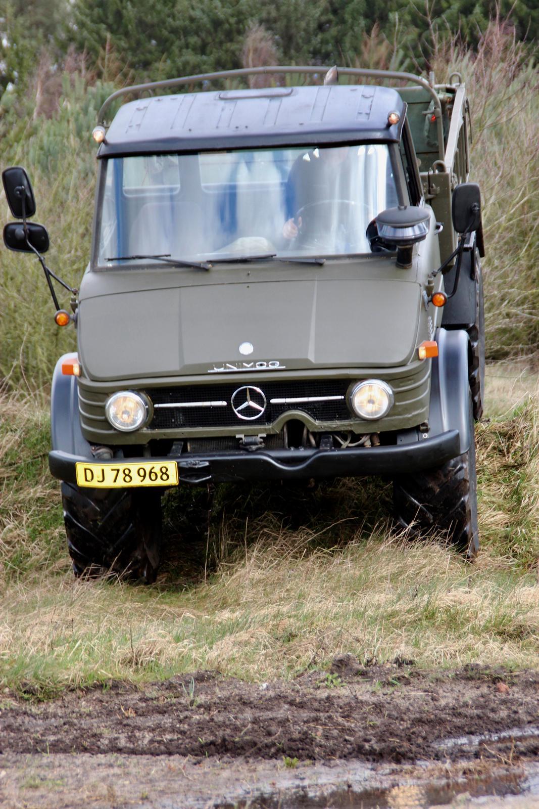 Mercedes Unimog 406 billede 1