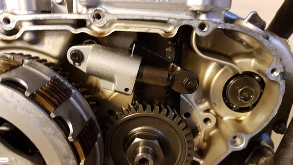 Modicificeret kædestrammer til Suzuki LS 650