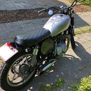Suzuki GS400 L  ** Brat **