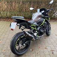 Kawasaki Z900 F1