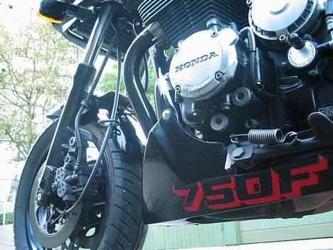 Honda CBX 750 F - Denne Vinkel Ser Man Jo Ikke Så Tit billede 11