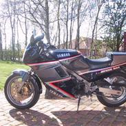 Yamaha FZ 750  *SOLGT*