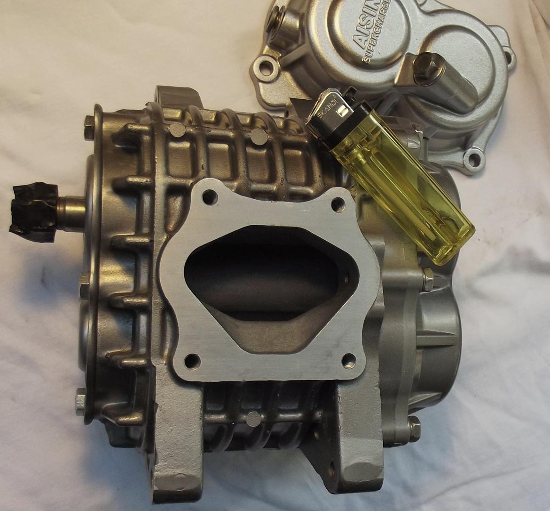 Nimbus Bonneville Special - Her ses hvor lillebitte kompressoren egentlig er, vist med en lighter for at give størrelses-forhold. billede 11