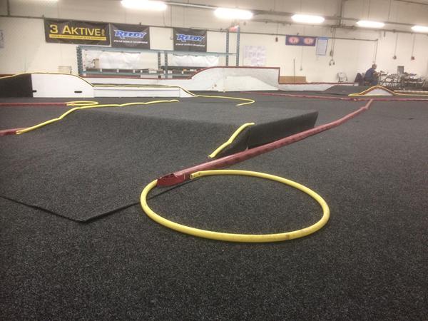 Der er nye tæpper og layout på RC Kongens indendørs buggy bane