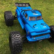 Truck Arrma Notorious 6S BLX Stunt Truck