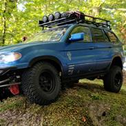 Off-Roader Axial scx10ii kit ( BMW X5 )