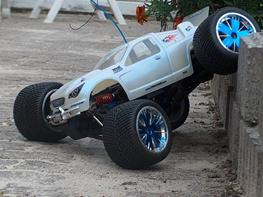 Off-Roader Traxxas revo 2,5R