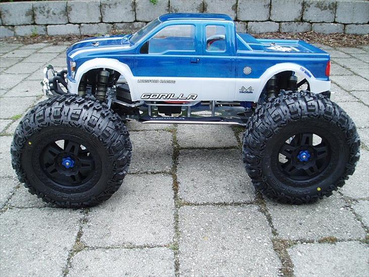 Truck Gorilla E-maxx Neu 1520 - Gorilla G4 E-maxx med Castle/Neu 1520 og Mamba monster på 4s lipo (40c/5000mah), med stort set alt i alu fra FLM og GARC, samt Mugen MBX6 shocks.
