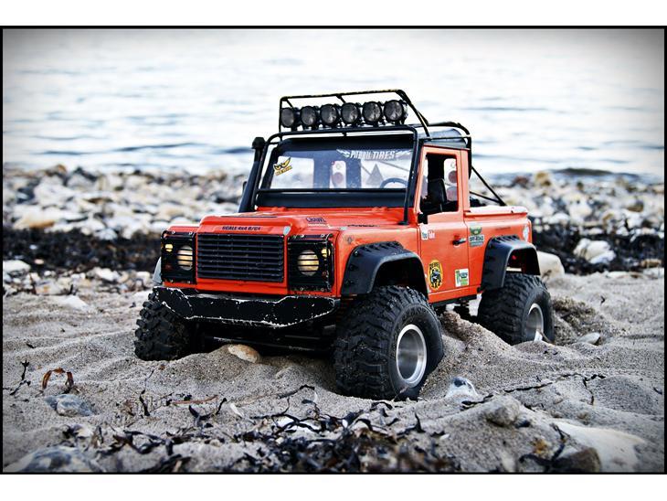 off roader land rover defender d90 pick up 2013 det er en axial scx10 dingo d. Black Bedroom Furniture Sets. Home Design Ideas