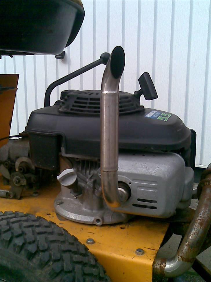 gammel slåmaskin til traktor