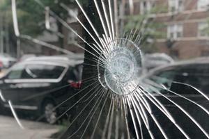 Sådan bør du reagere på skader i bilens forrude