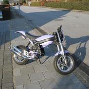 Suzuki street magic solgt