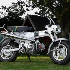 Honda DAX White  se videolink