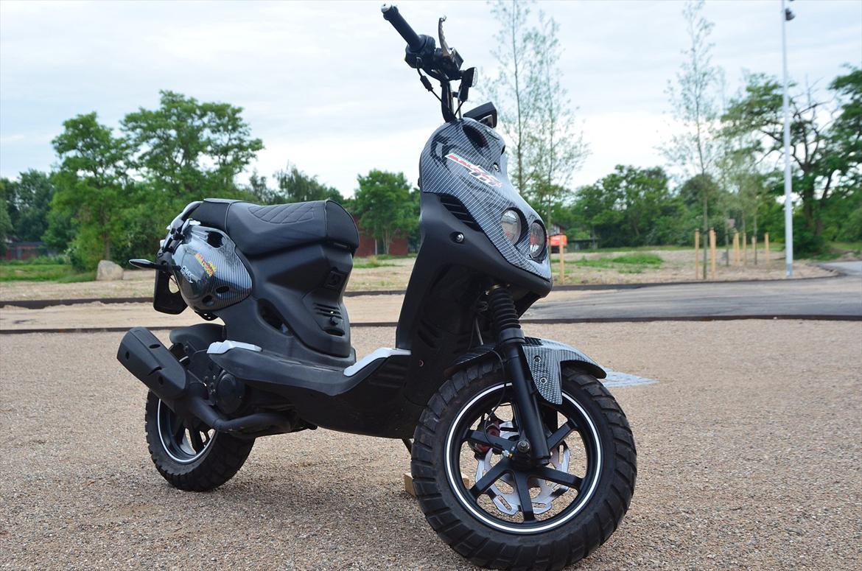 PGO Pmx Naked - Carbon [GAVE] - Billeder af scootere
