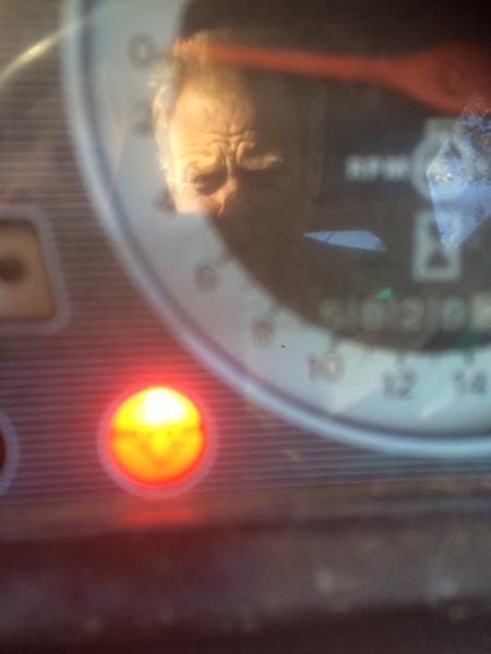 Hjælp Ford 4600 rød lampe lyser