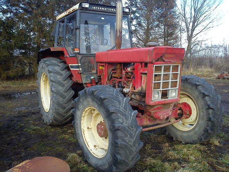 International Harvester 1255 4wd
